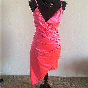 Dresses & Skirts - Hi-Low head turner